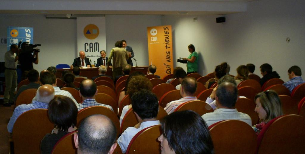 José Maria Peiró va rebre el document que acreditava l'ajuda de la VOLCAM al voluntariat de l'ecomuseu de 2011